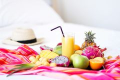 Surtido de frutas exóticas en blancos Fotografía de archivo libre de regalías