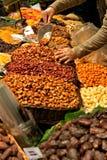 Surtido de frutos secos nueces en St Joseph Food Market en vagos Foto de archivo libre de regalías