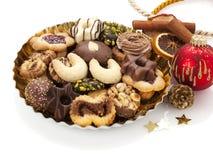 Surtido de galletas y de decoración de la Navidad Imagen de archivo