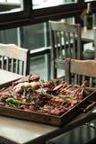 Surtido de la carne en un espaciamiento en el restaurante Imagen de archivo libre de regalías