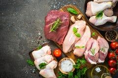 Surtido de la carne fresca - carne de vaca, cerdo, pollo fotos de archivo libres de regalías