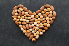 Surtido de nueces en una forma del corazón Fotografía de archivo libre de regalías