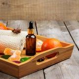 Surtido del balneario con aceite esencial de la mandarina orgánica Imagenes de archivo