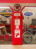 Surtidor de gasolina viejo Foto de archivo libre de regalías