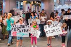 Surug受害者的烛光集会雍Dundas广场的举行记住自杀性投弹的32个受害者 库存图片