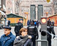 Surveillance de centre de la ville de Strasbourg après attaque terroriste photos libres de droits