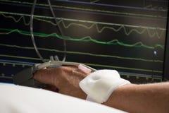 Surveillance de patient dans l'hôpital images stock