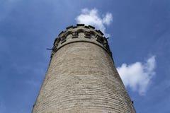 Surveillance Ded avec le fond de ciel bleu près de la République Tchèque de Beroun Photos stock
