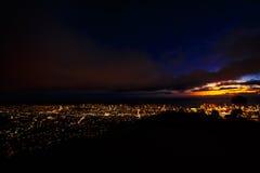 Surveillance hawaïenne de Tantalus de nuit photo libre de droits