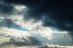 Survivez à l'avant Nuage de tempête foncé image libre de droits