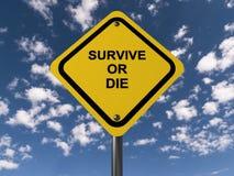 Survivez ou mourez panneau routier photos libres de droits