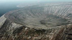 Survol aérien de Volcano Caldera Blanca Lanzarote, Îles Canaries banque de vidéos