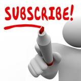 Suscriba al marcador rojo de la palabra de la escritura del hombre que la suscripción se une a Membersh Imagen de archivo libre de regalías