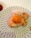 Sushi är klassisk original- mat från Japan royaltyfri fotografi