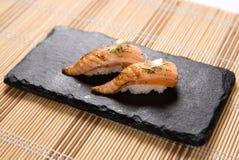 Sushi Aburi-Lachs-(in Brand gesetzte Lachse) Stockbilder