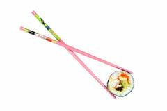 Sushi aislado con los palillos rosados Fotos de archivo