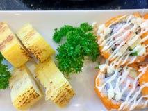 Sushi ajustado - alimento japonês Foto de Stock