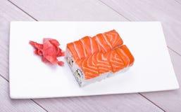 Sushi ajustado com salmões Fotos de Stock