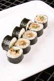 Sushi auf der Platte lizenzfreie stockfotos