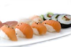 Sushi auf einem Tellersegment Lizenzfreie Stockfotos