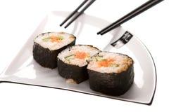 Sushi auf einer Platte Stockfotos