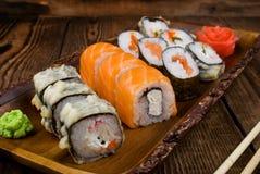 Sushi auf Holztisch Stockbild