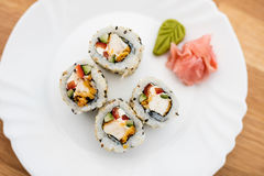 Sushi auf Weiß stockfoto