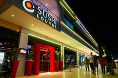 Sushi-Aufenthaltsraum im populären Einkaufs- und Unterhaltungsbezirk von Soho quadrieren am Abend, Sharm el Sheikh, Ägypten stockbild