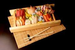 Sushi avec des baguettes Images libres de droits
