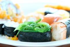 Sushi avec des baguettes Photographie stock