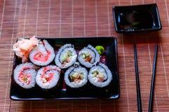 Sushi avec des oeufs de poissons de vol Photos libres de droits