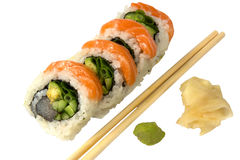 Sushi avec du gingembre et le wasabi saumonés Photo stock
