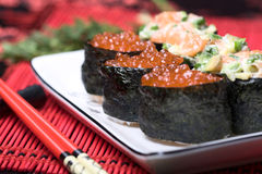 Sushi avec le caviar rouge Images libres de droits
