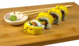 Sushi avec le thon et les oeufs brouillés Image stock