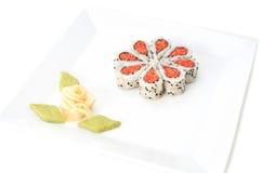 Sushi bien décorés formant des formes de coeurs Photos libres de droits