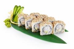 Sushi Californië op witte achtergrond wordt geïsoleerd die Stock Fotografie
