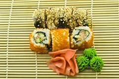 Sushi California e Canada con Wasabi e lo zenzero Fotografie Stock Libere da Diritti