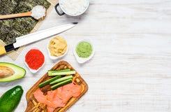 Sushi che cucinano gli ingredienti con lo spazio della copia Immagine Stock