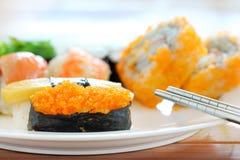 Sushi com chopsticks Imagens de Stock