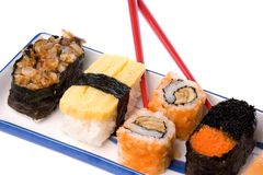 Sushi com Chopsticks Fotos de Stock