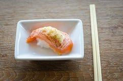 Sushi com chopsticks Imagem de Stock Royalty Free