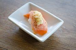 Sushi com chopsticks Imagens de Stock Royalty Free