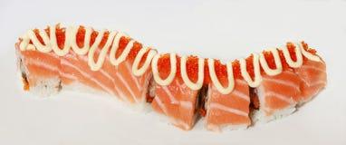 Sushi com uns peixes e um caviar vermelhos Fotos de Stock Royalty Free