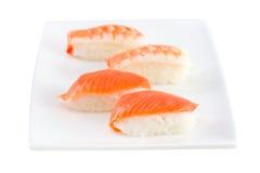 Sushi con i salmoni sulla zolla Fotografia Stock Libera da Diritti