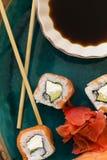 Sushi con la salsa de soja Foto de archivo