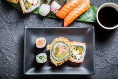 Sushi con la salsa di soia Immagini Stock