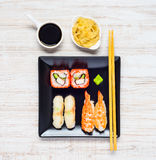 Sushi con la salsa e lo zenzero di soia Immagini Stock