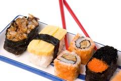 Sushi con le bacchette Fotografie Stock