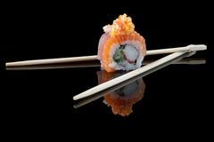 Sushi con los palillos Fotos de archivo
