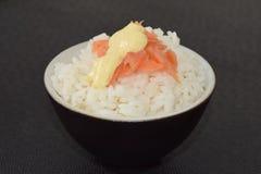 Sushi con los salmones y la salsa Foto de archivo libre de regalías